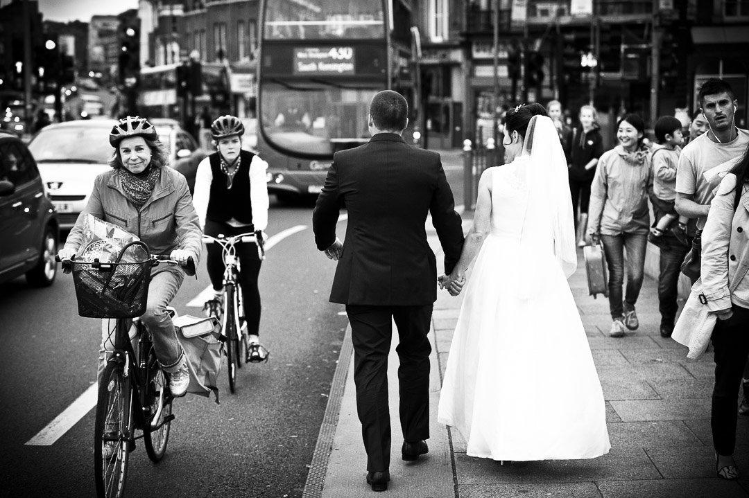newlyweds on putney bridge